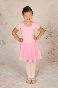 young girl in preschool ballet dress code